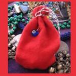 Amulettes, talismans, gris gris et mojo bags …
